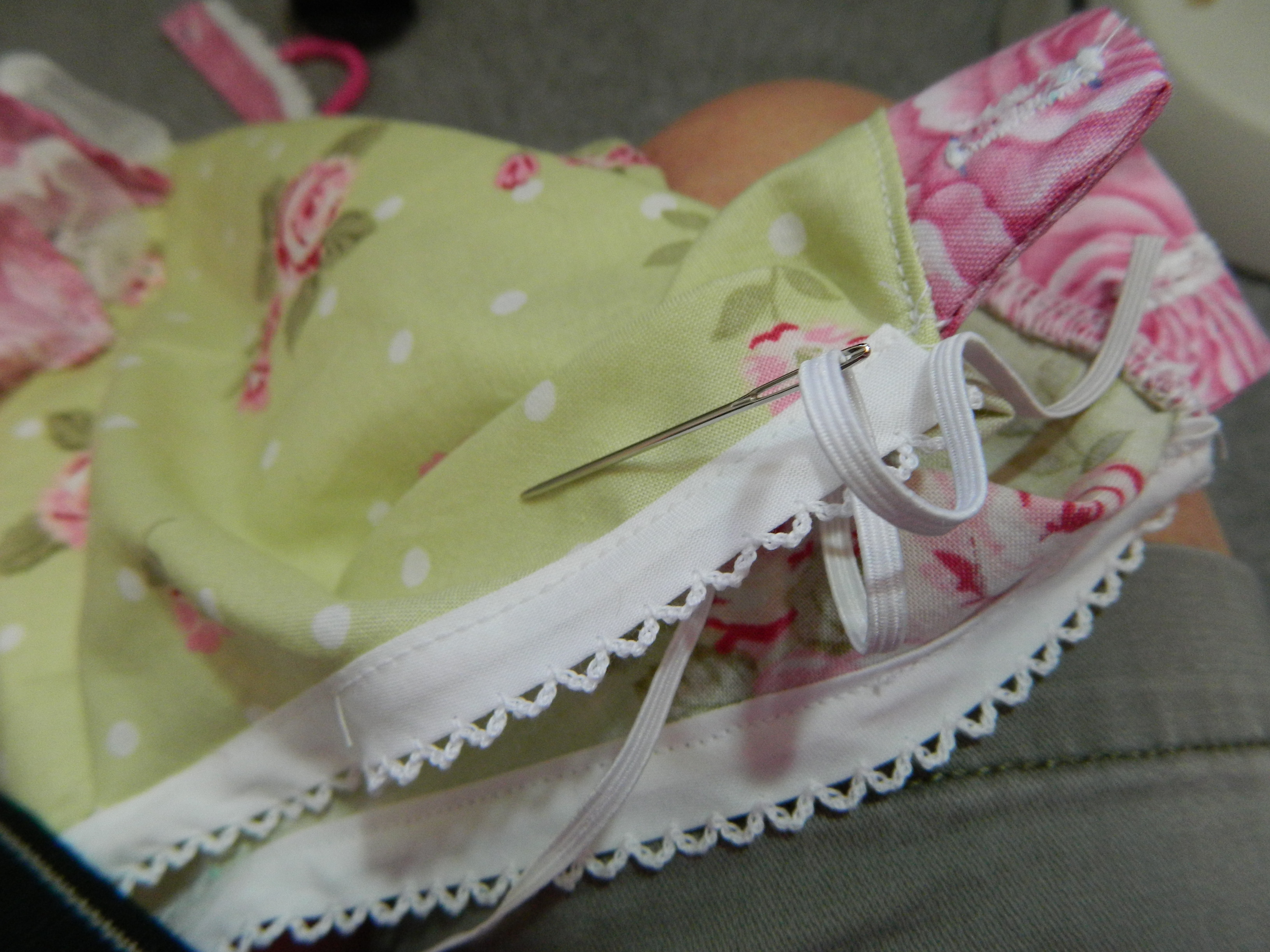 For Inserting Elastic and Ribbon In Narrow Casings Dritz For Dolls Flat Bodkin
